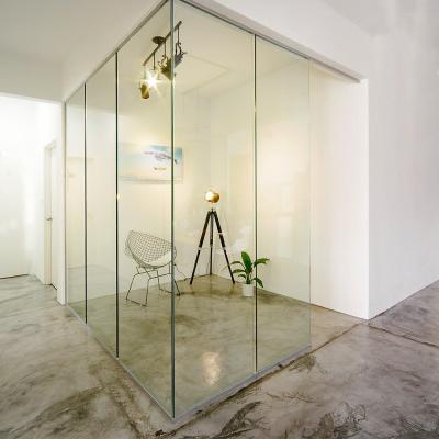 Bureau avec cloison en verre