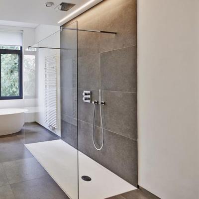 Douche italienne avec paroi en verre