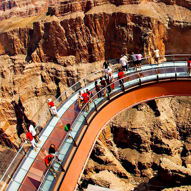 EXEMPLE DE PLANCHER DE VERRE SOLIDE: GRAND CANYON Skywalk